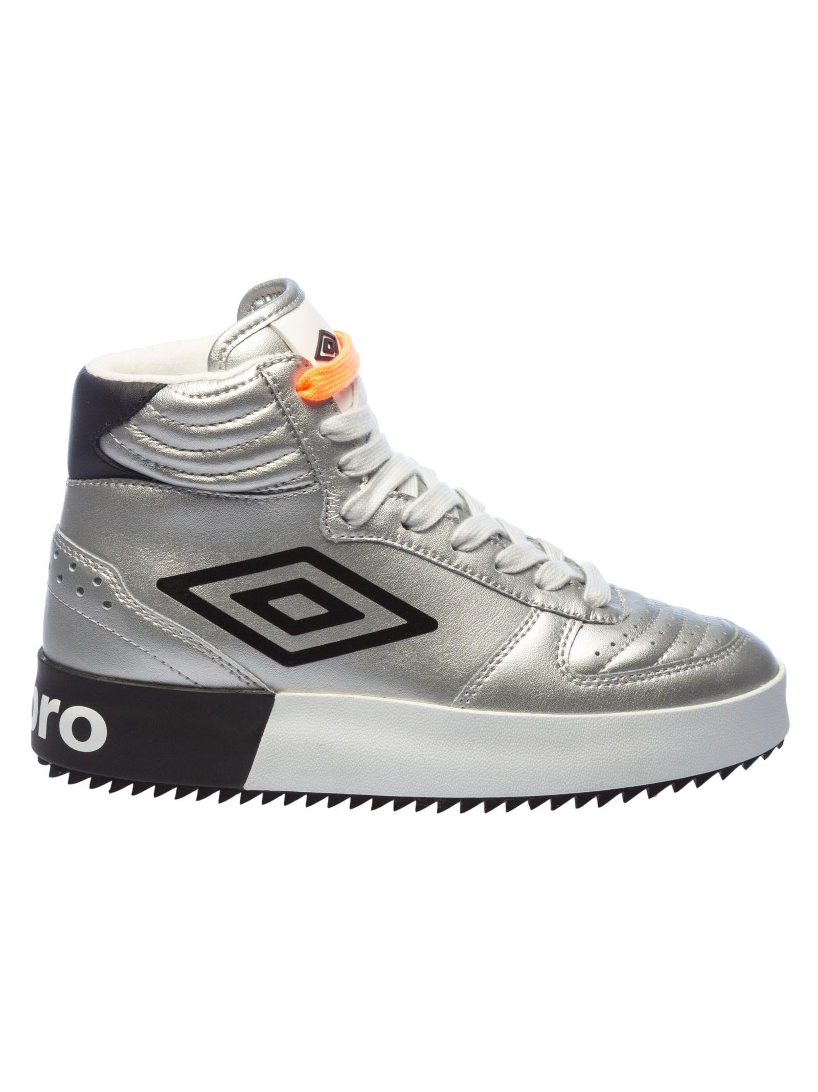 UMBRO Side Logo Basketball Sneakers in Silver
