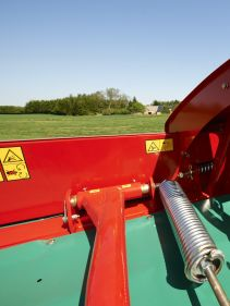 Kverneland 2800 F, low head and responsive design resulting in easy to use