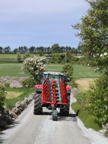 Kverneland ED above ground, compact transport, movement by tractor