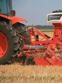 Kverneland a-drill can be equipped with both a hydraulic and a electric fan