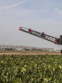 Kverneland iXtrack T3, compact sprayer, stable and precise with intelligent technology