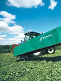 Kverneland 2500 H, hydraulic suspension and direct drive cutterbar for improved performance on field