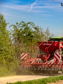 Kverneland S-Drill,  heavy-duty version of the DA, widths of 3.00, 3.50 and 4.00m