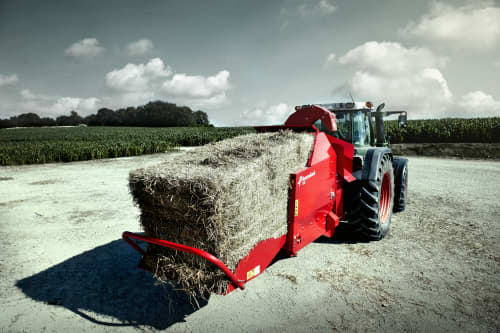 Bale Choppers - Feeders, Kverneland 852, made for working with straw, carry two bales in one go, easy loading of bales