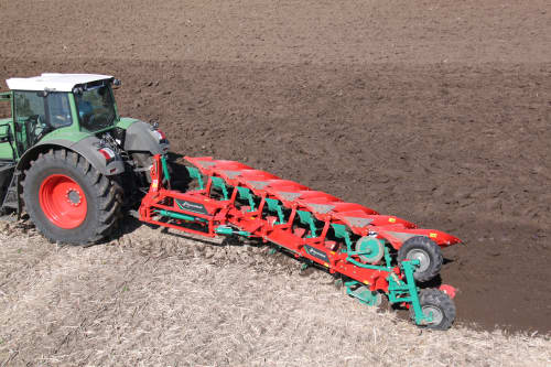 Reversible Mounted Ploughs - Kverneland LO robust legs provides protection to the heaviest and roughest soils