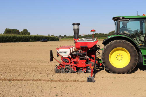 Pneumatic precision drills - Kverneland optima R, universal pneumatic precision drill for maize, sunflowers, field beans etc.. cost efficient and strong frame