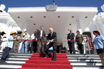 Former prime minister Bob Hawke officially opens the Museum of Australian Democracy. 9 May 2009