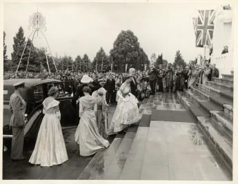 Queen Elizabeth ascending the front steps