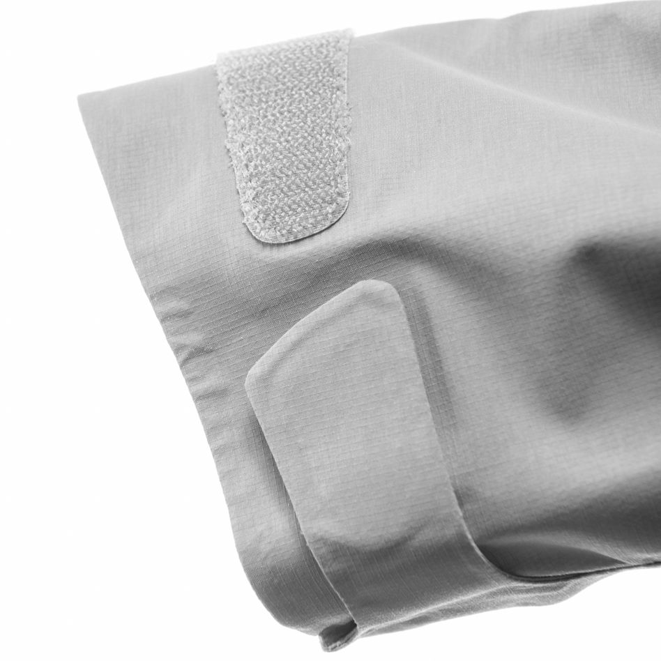 Technical details Velcro adjustable cuffs