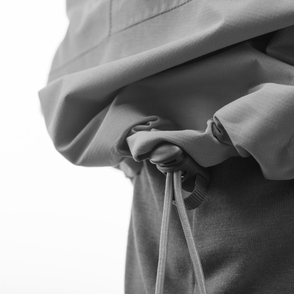 Technical details Elastic tightening in the bottom of the jacket