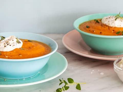 Morotssoppa med pepparotsskräm