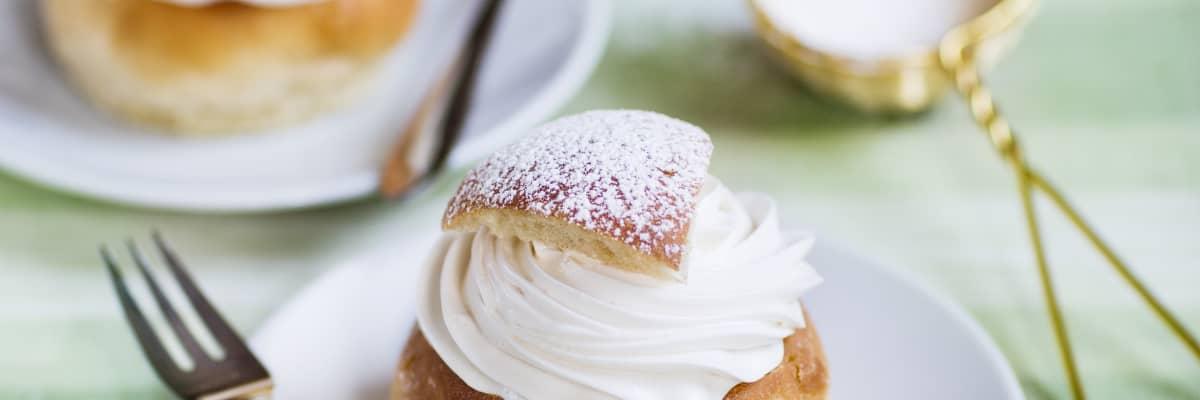Vegansk semla med planti creamy dessert