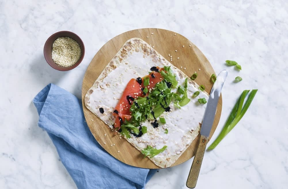 Wrap med MagerOst, røkelaks, sprø salat og balsamico