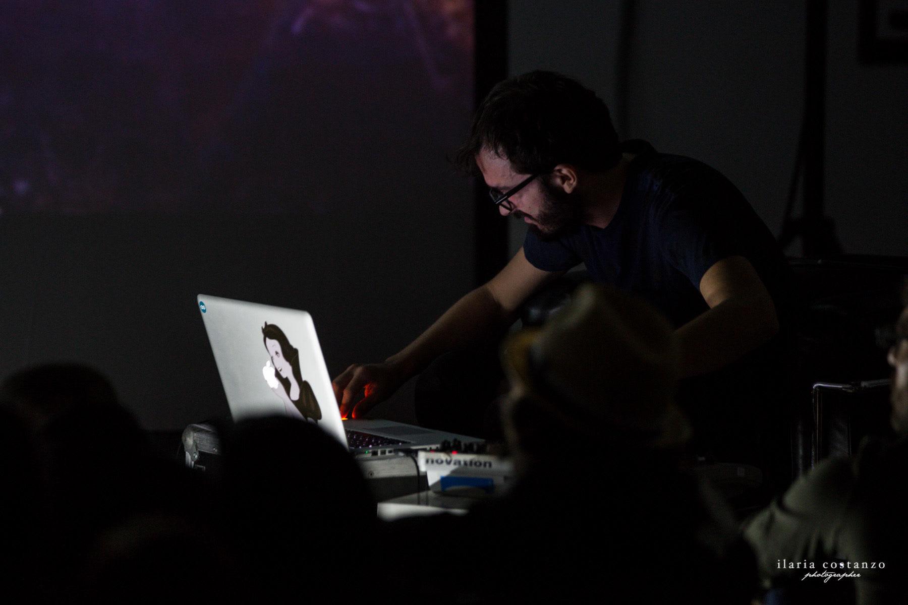 Musica per software e nebulose