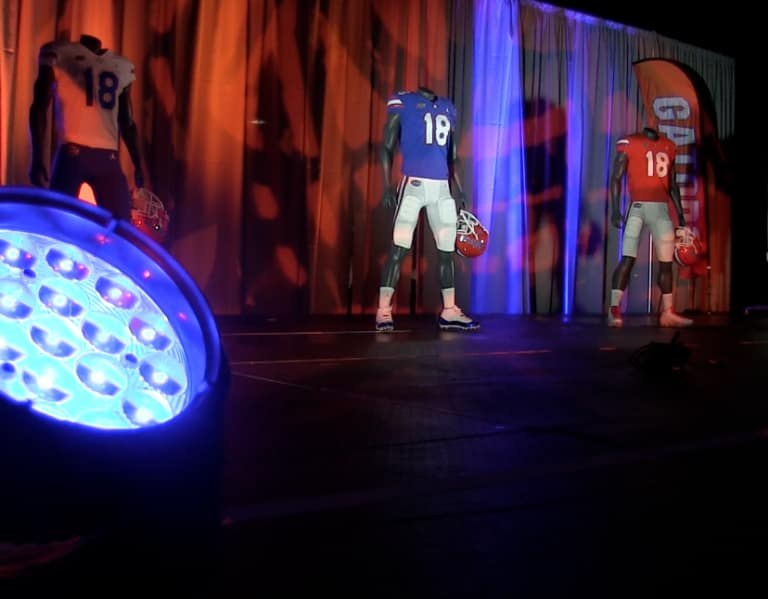 c4eafe8f703 GatorsTerritory - First look at Jumpman uniform; former Gator Brian Poole  hyped