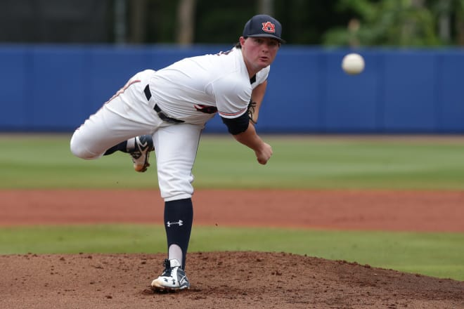 Auburn RF's blunder helps send Florida to CWS