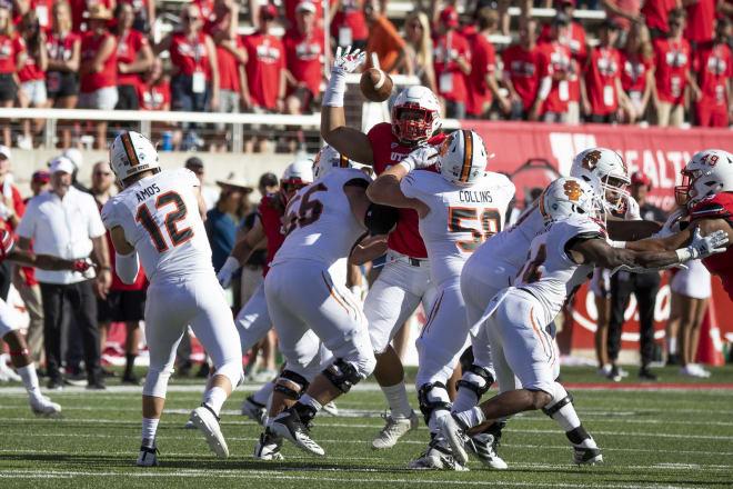 Utah defensive tackle Viane Moala deflects a pass against the Idaho State Bengals
