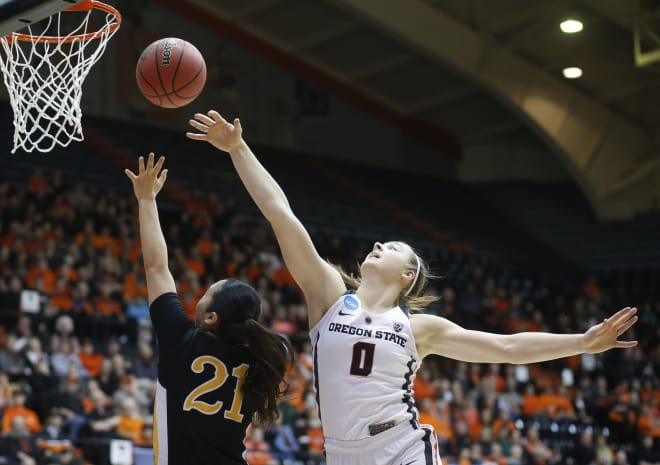 Oregon State Beavers Cruise Past the Ducks to Victory, 76-64