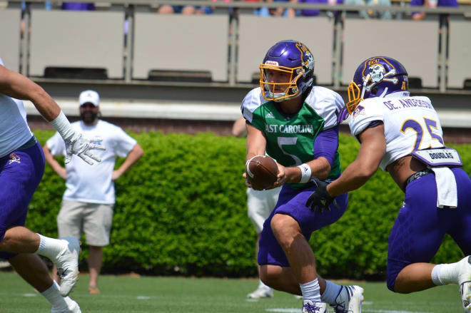 Quarterback Gardner Minshew hands off to running back Devin Anderson in Saturday's spring game.