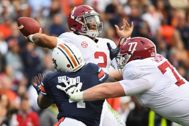 Alabama Crimson Tide quarterback Jalen Hurts (2) looks to pass during the second quarter against the Auburn Tigers at Jordan-Hare Stadium. Photo | USA Today