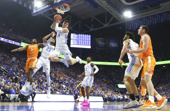 Washington scores 23, No. 5 Kentucky knocks off No. 1 Tennessee