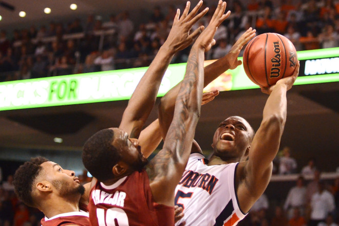 Barford, Hannahs lead Arkansas past Auburn 79-68