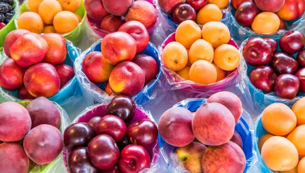 Carefree sweets: Peaches and plums