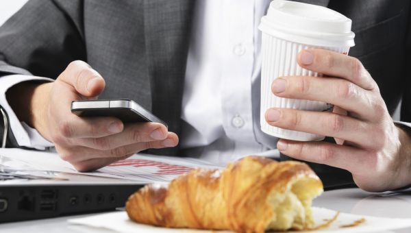 For Easier Weight Loss, Outsmart Distracted Dining