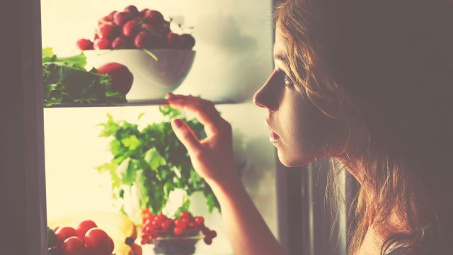 How Late-Night Snacking Sabotages Weight Loss and Brain Power