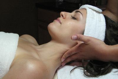 beau-monde-canandaigua-people-massage-neck-facing-up