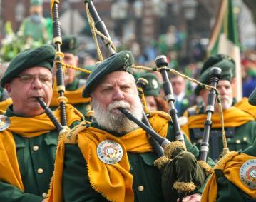 http://res.cloudinary.com/simpleview/image/upload/crm/newportri/3.12-St.-Patrick-s-Day-Parade-cr_Discover-Newport_de55ff20-5056-b3a8-49d3ae127a3e4bec.jpg