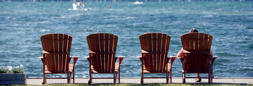 the-inn-on-the-lake-canandaigua-adk-chairs-summer-boat-background