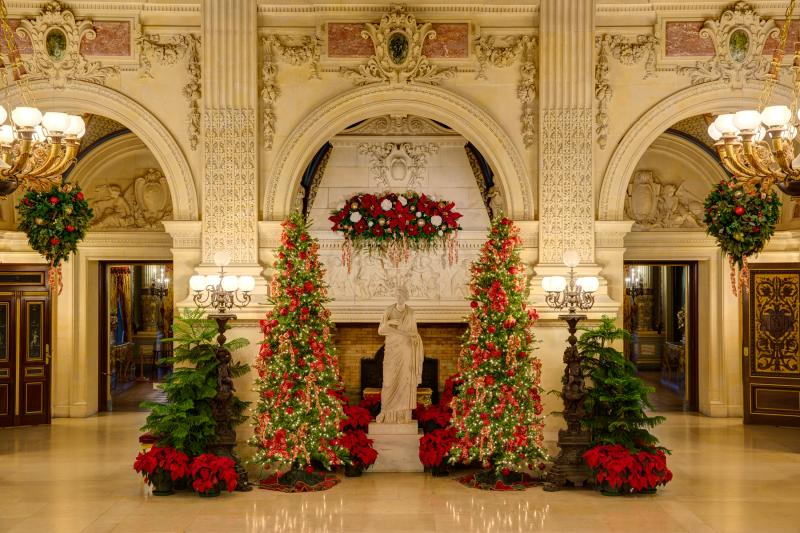 breakers-great-hall-xmas-john-corbett.jpg