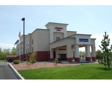 15% off Bar Tab at Hampton Inn Geneseo for Convention Attendees