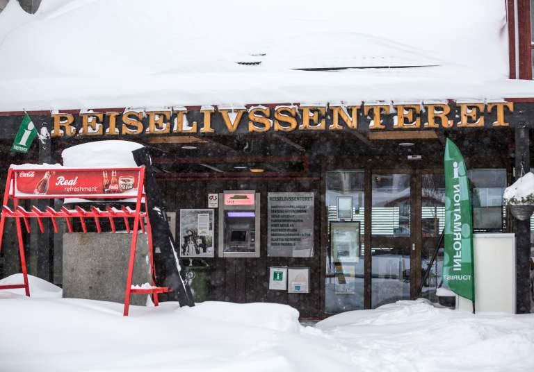 Reiselivsenteret early winter snow