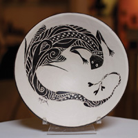 A Neo-Mimbreño bowl by artist Beth Menczer, on display at Seedboat Gallery.