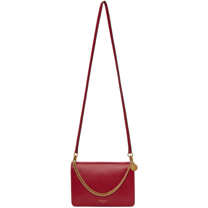 2d4184c832f5 Grained leather shoulder bag in  figure  red. Curb-chain carry handle  featuring logo-engraved medallion at top. Detachable leather shoulder strap  with ...