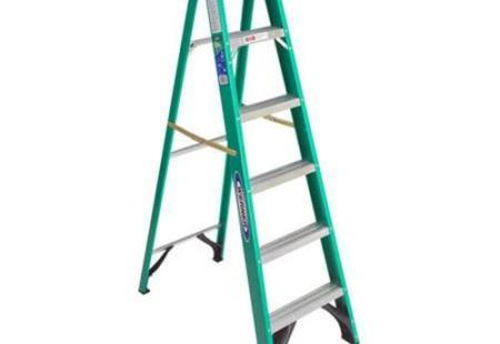 6' Fiberglass Ladder w/ 225lb duty rating