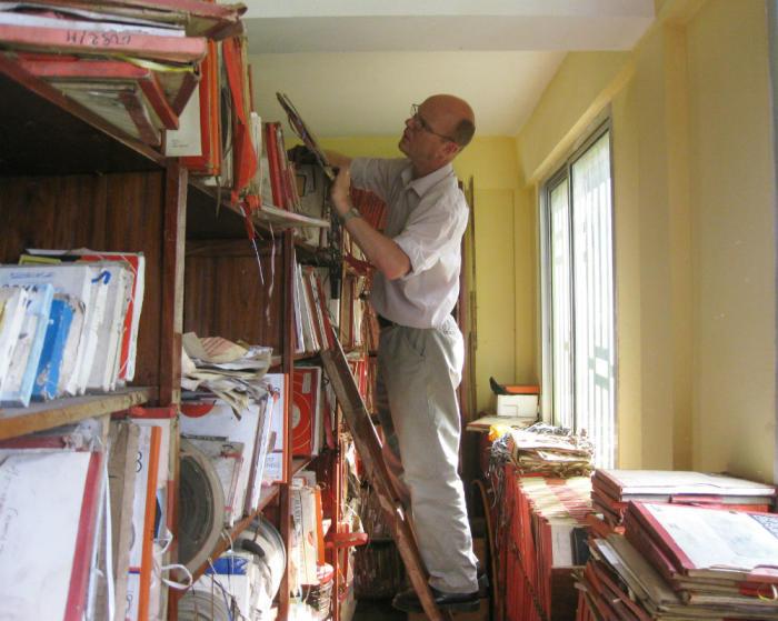 Dr Graeme Counsel in the Radio Télévision Guinée archives.
