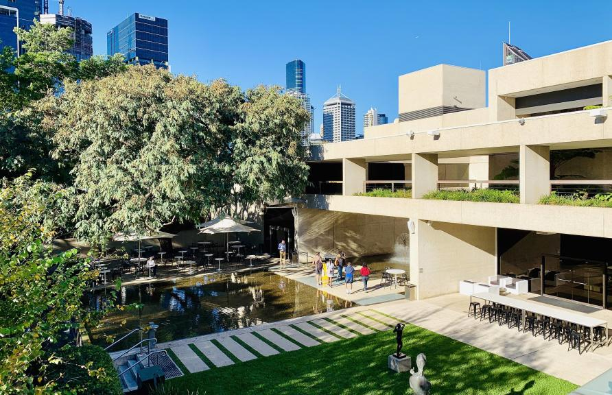 Modernist Robin Gibson designed the gallery after a world tour of similar institutions.