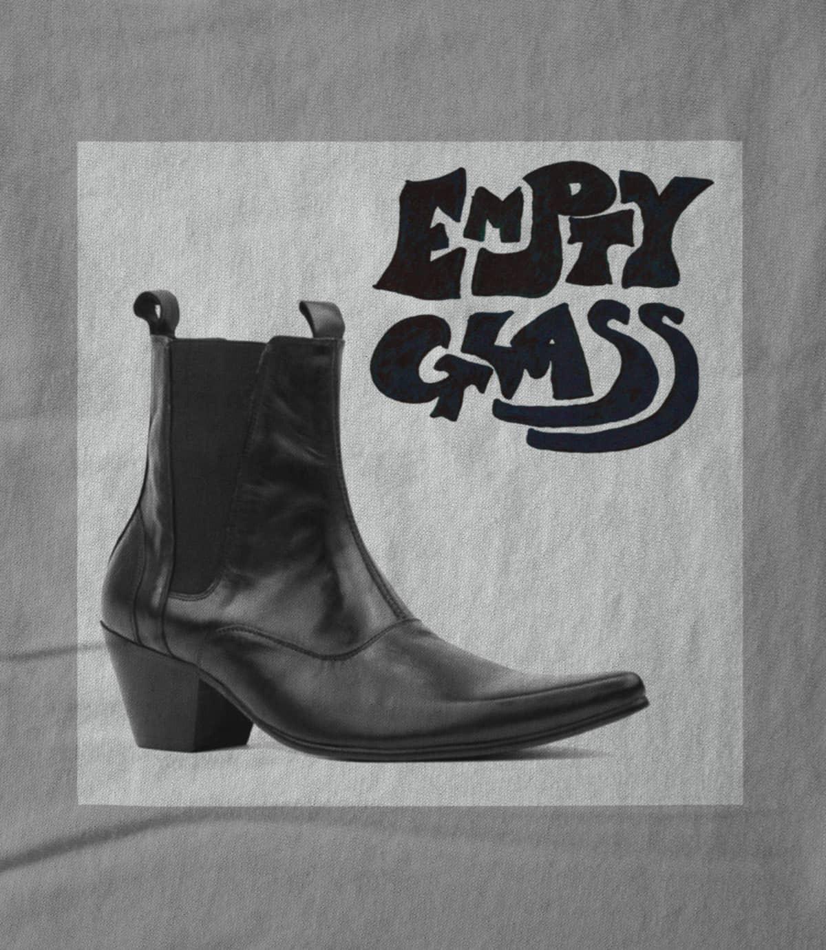 Empty glass boot   grey 1473083400