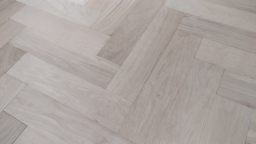 Natural Solid Flooring Oak Herringbone Non Visible UV Oiled 18mm By 70mm By 280mm