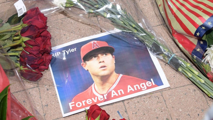 Fan creates wonderful banner paying tribute to Tyler Skaggs