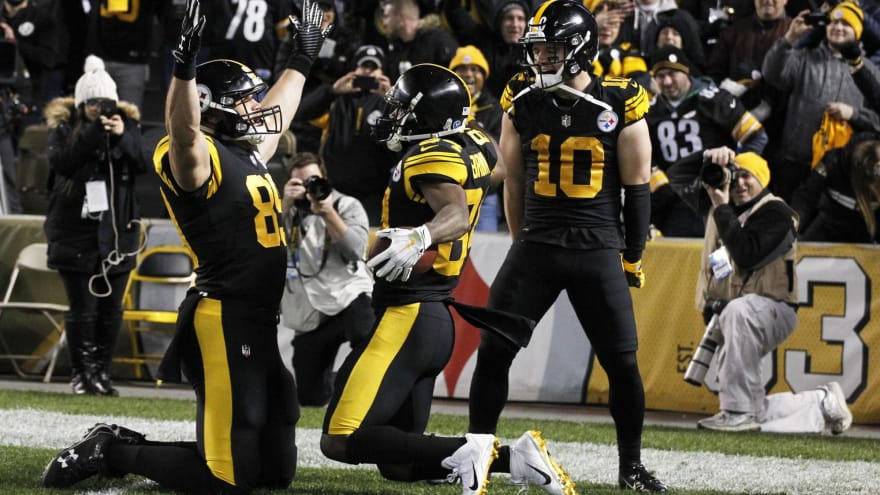 a4ed8aef80a Nov 8, 2018; Pittsburgh, PA, USA; Pittsburgh Steelers wide receiver Antonio  Brown (84) celebrates his touchdown with tight end Vance McDonald (left)  and ...