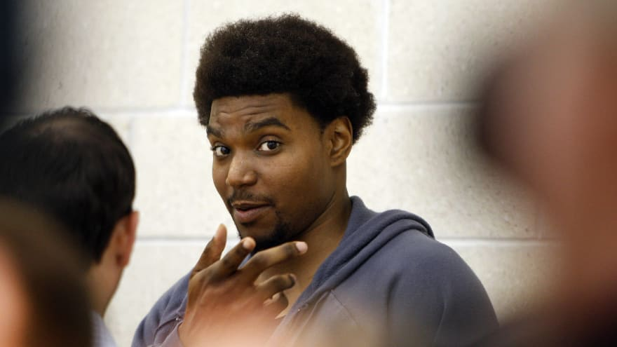 918d4166b6b Bynum works out at Lakers' facility amid comeback attempt ...