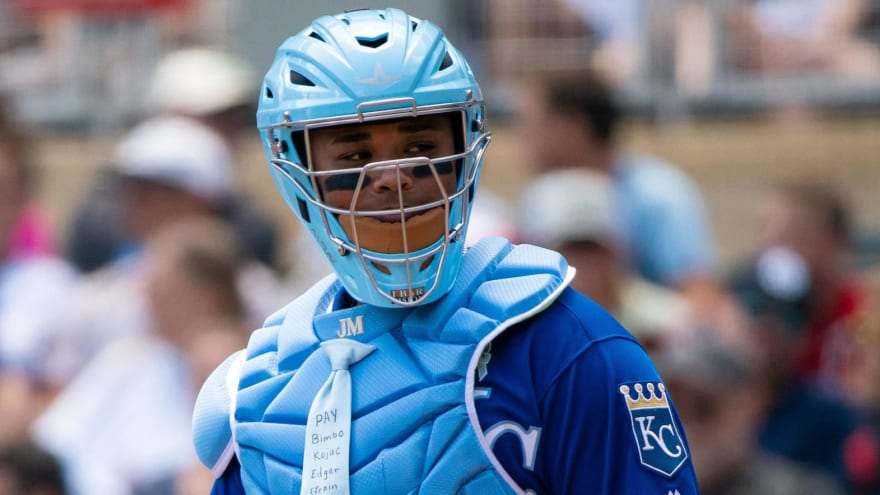 Royals catcher celebrates Father's Day with awesome clip-on tie