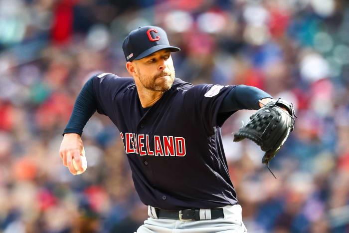 2010: Los Padres intercambian a Corey Kluber y otro prospecto en un acuerdo a tres bandas a Cleveland por Ryan Ludwick