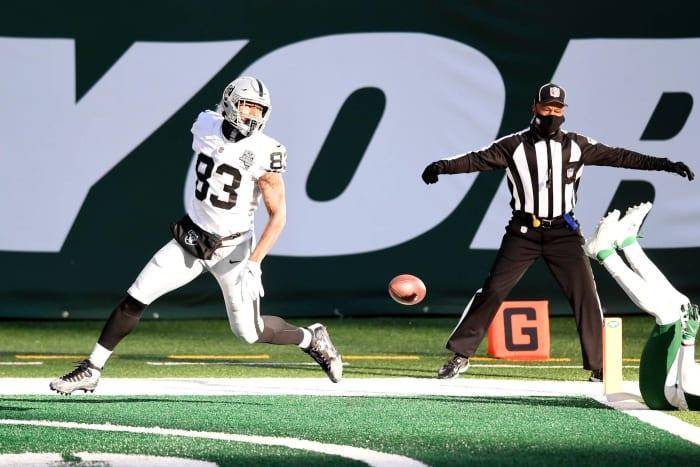 Darren Waller keeps Raiders afloat